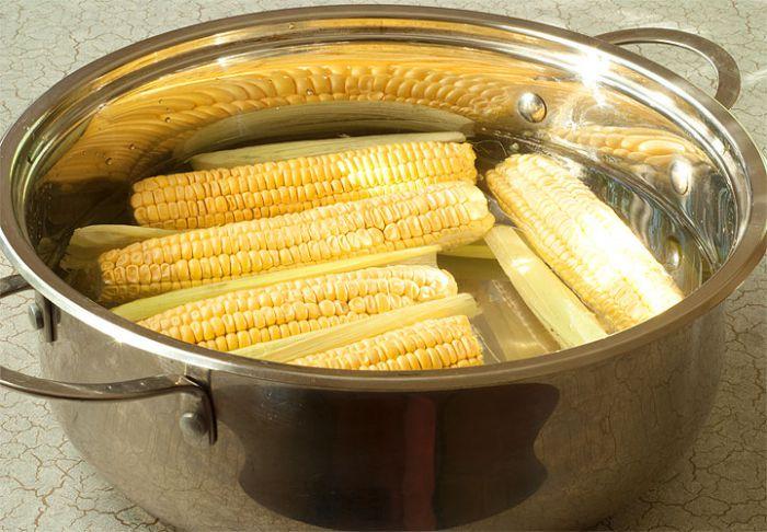 Как правильно и вкусно сварить кукурузу?