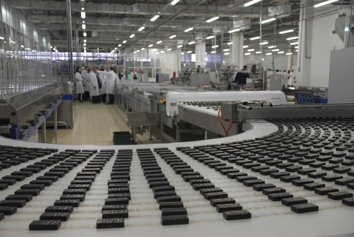 В городе Пермь на фабрике открыли еще одну линию, на которой будут изготавливать шоколадные батончики